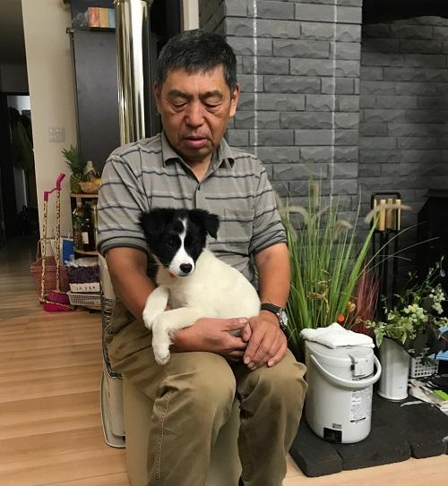 秦さんと、ペットの犬、くりちゃん