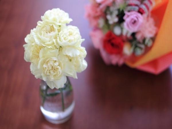 花を長く楽しむために、活ける前にやりたい基本のこと