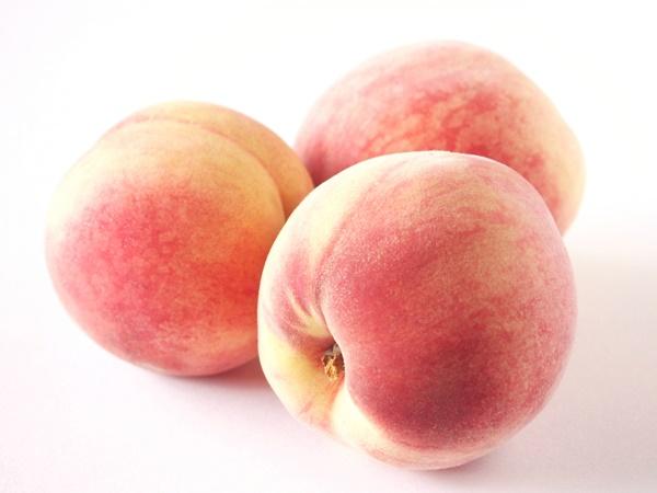 とろけるような果肉とみずみずしい果汁 夏が過ぎても楽しめる桃の仲間