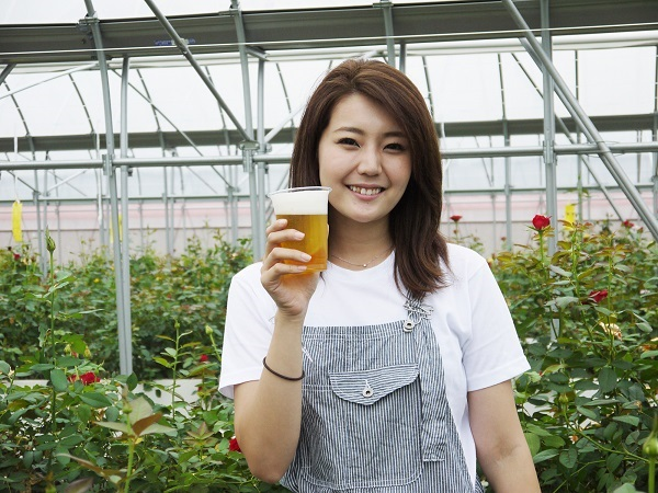 農業女子とビールで乾杯!vol.3:バラに魅せられた元女子大生の第二の人生 食べられるバラと家族の絆とは