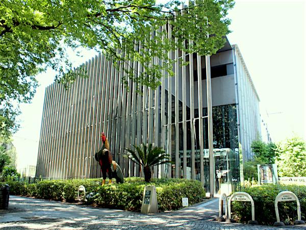 圧巻!鶏の標本121点と酒瓶280本 東京農業大学「食と農」の博物館