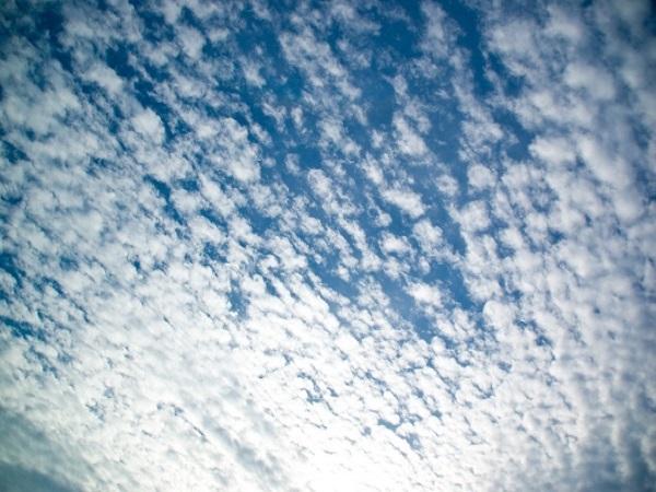 季節の暦 七十二候「雷乃収声」〜秋空が見える頃〜