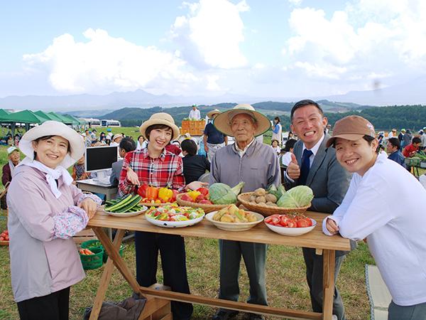 マイナビ農業が「いちばん大きな寄合所」を群馬県嬬恋村に作りました