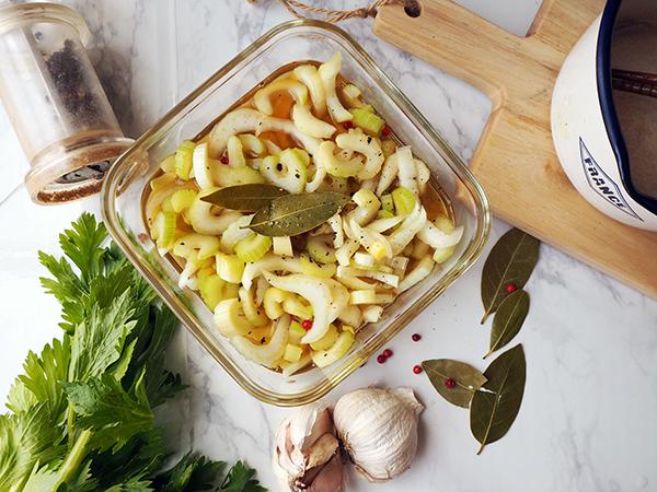 もう一品!箸休めに作りたい常備菜『セロリのピクルス』