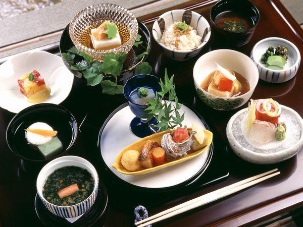 ご当地料理に舌鼓!ごはんがおいしい宿の宿泊券Best5【ふるさと納税】