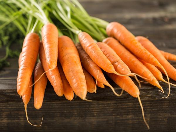 緑黄色野菜の代表!ニンジンの栄養と正しい保存法【野菜ガイド】