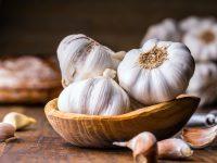 臭いをおさえるコツは? ニンニクの保存法と栄養・調理法【野菜ガイド】