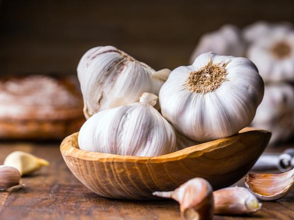 臭いをおさえるコツは?ニンニクの保存法と栄養・調理法【野菜ガイド】