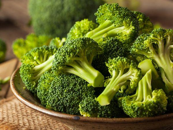 紫色は甘い証拠 ブロッコリーの栄養・保存法・料理のコツ【野菜と果物ガイド】