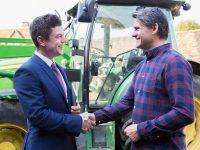 農家を統括的にバックアップ「食の6次産業化プロデューサー」