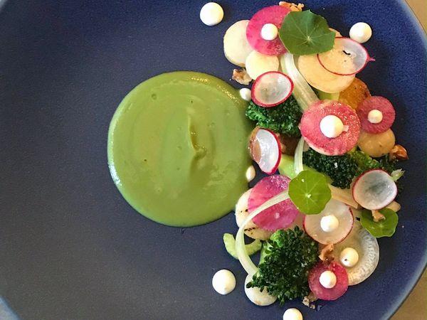八百屋にあるフレンチレストラン 一流シェフがオーガニック野菜を使う理由