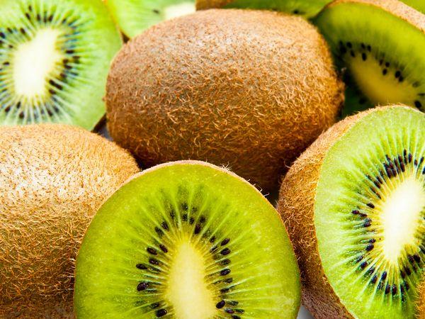 ビタミン&酵素たっぷり!新鮮なキウイの選び方と栄養【野菜と果物ガイド】