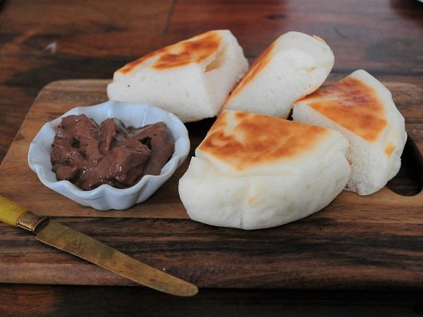 米粉チョコクリームパン