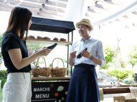 市場のにぎわいを演出する什器〈ハコマルシェ〉で野菜や果物を魅力的に