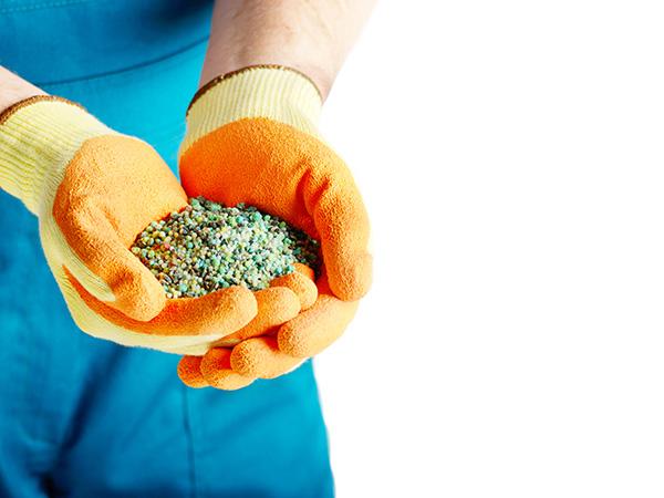 化成肥料とは? 覚えておきたいメリットとデメリット