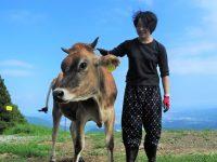 29歳女子が牧場を開設 幸せな乳牛と生きる「山地酪農」とは