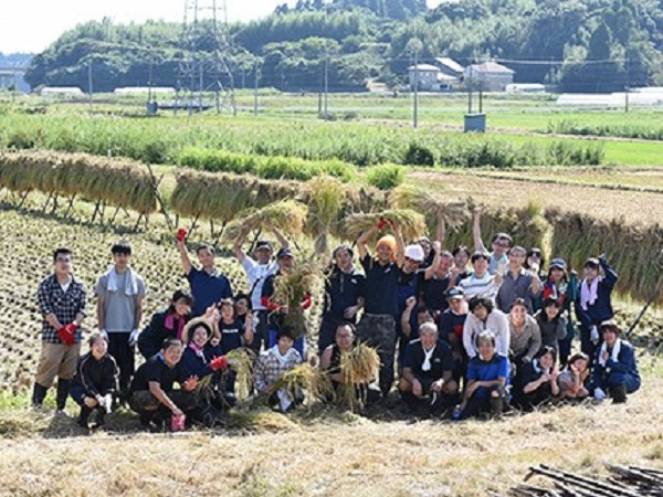 老舗和菓子店が田んぼを借りて米を作る、その理由とは?