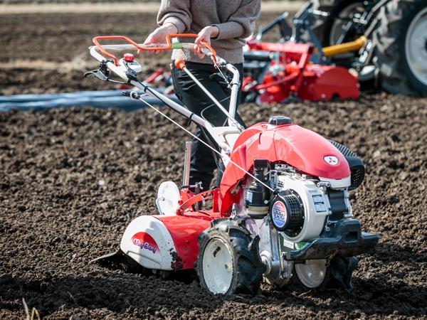 初めて耕うん機を使ってみた! 自分に合った耕うん機の選び方をプロに聞く