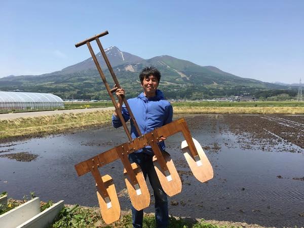 無農薬栽培におすすめ! 田んぼの草取りが楽しくなる「中野式除草機」