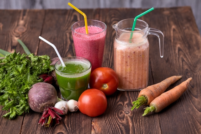 青汁と野菜ジュースの違いを4つから比較!また、おすすめの青汁は?