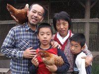 卵の販売だけで家族3人を養う 脱サラ養鶏家に学ぶ賢い生計の立てかた