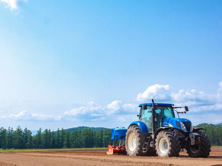 北海道上川町の広大な農地で、畑作と肉牛の飼育。年間通し、安定の仕事