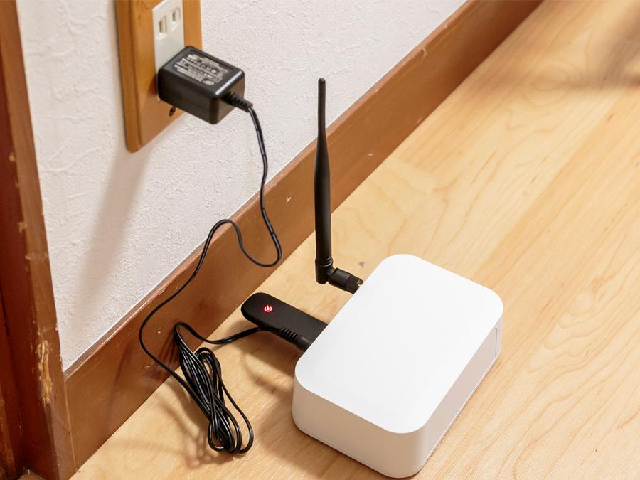 コンパクトサイズの通信機。インターネット回線の準備は不要です