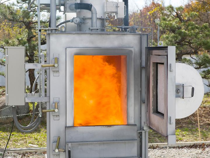 不要な廃棄物どうしていますか? そのお悩み、焼却炉が解決します!