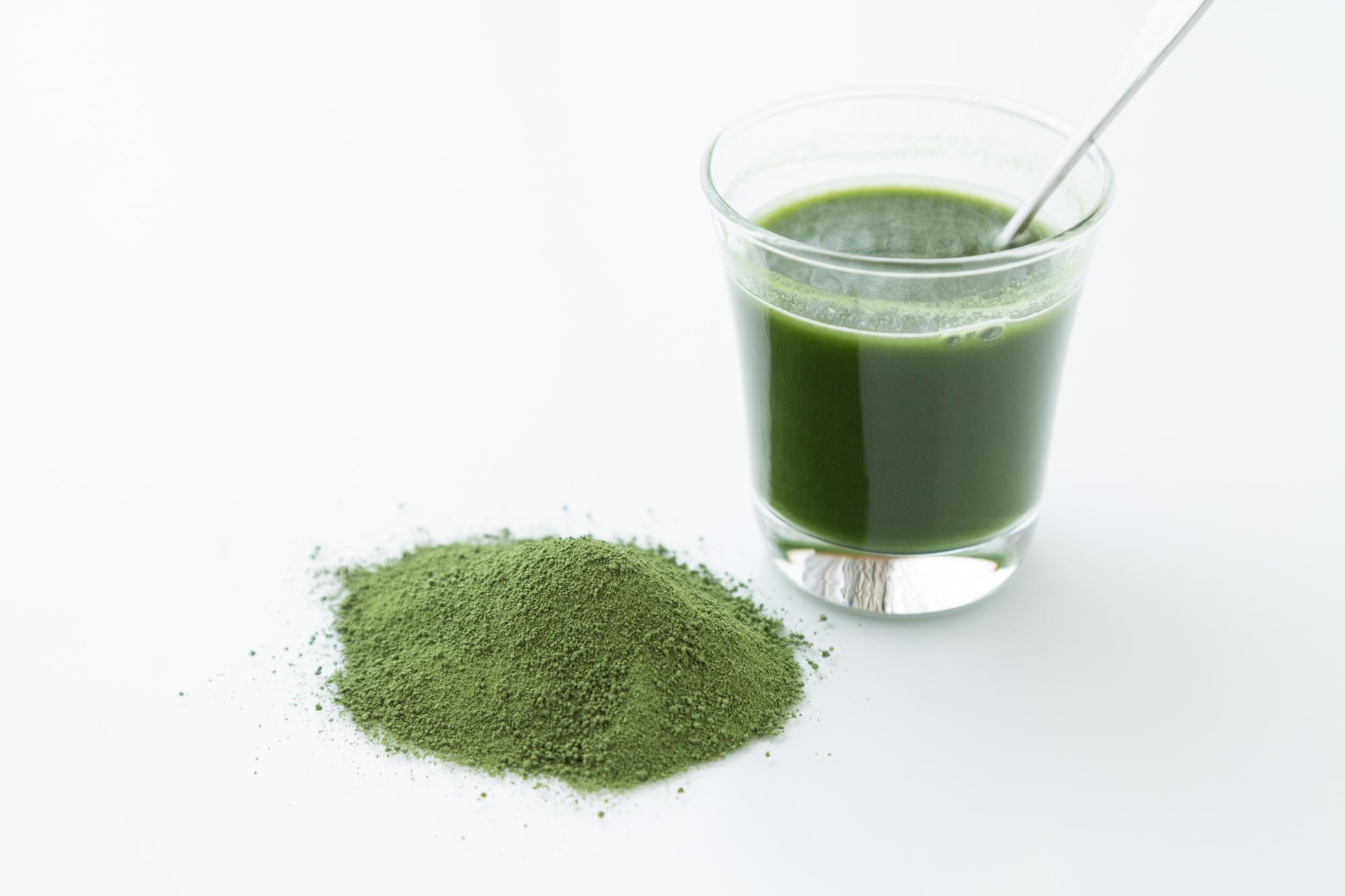 食後の血糖値が気になるあなたに!ベストタイミングで青汁を飲んでより健康に