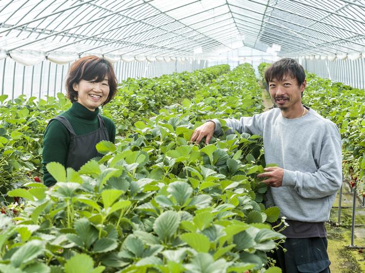 川名農園の川名茂さんと由梨さん