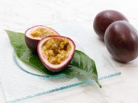 パッションフルーツとは? おいしい食べ方や栄養・育て方などを解説