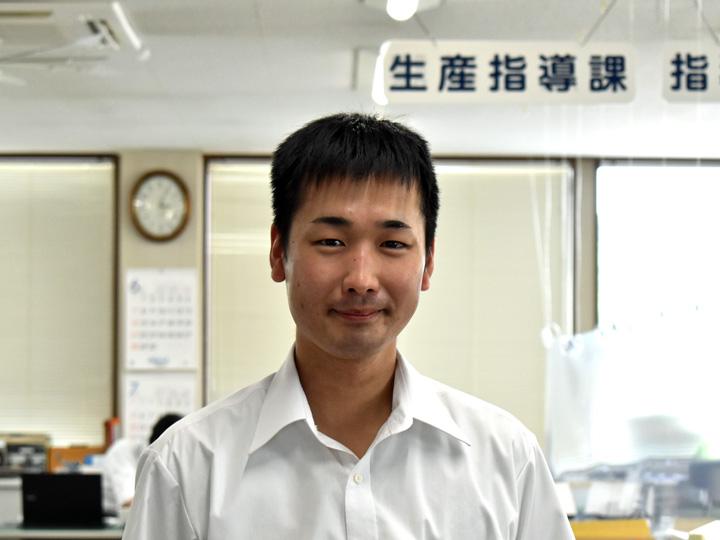 福島県酪農業協同組合の甲斐さん。酪農ヘルパーをサポート