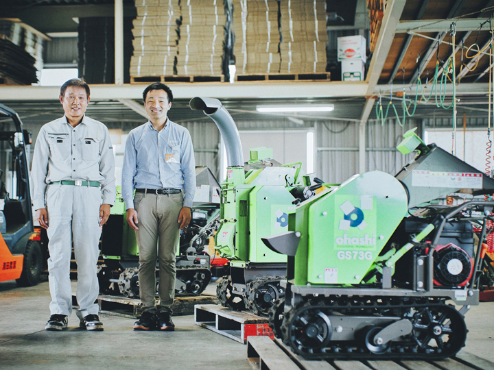 """剪定した枝は畑でその場で粉砕!そのまま土地改良にリサイクル。収量・品質アップにつながる""""世界基準""""の粉砕機"""