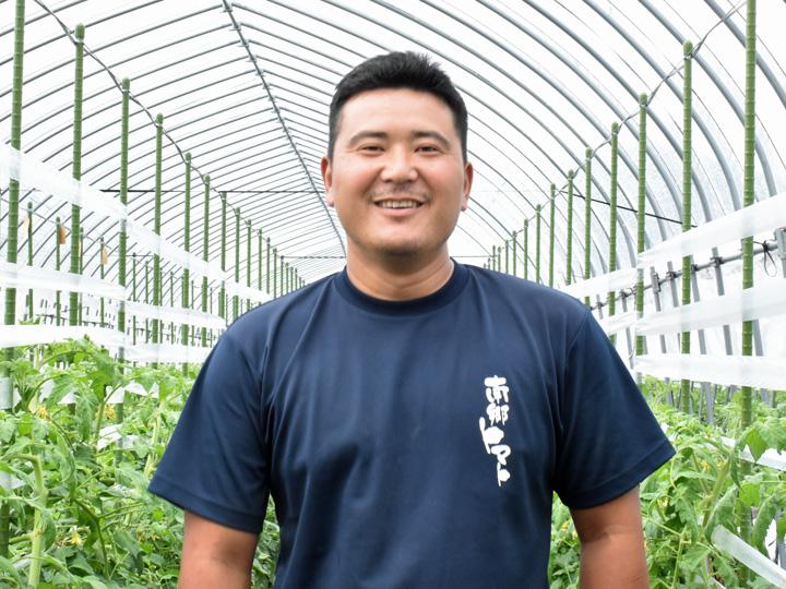 福島県南会津郡『株式会社とまっteファーム』のトマトハウス内で笑顔の馬場さん