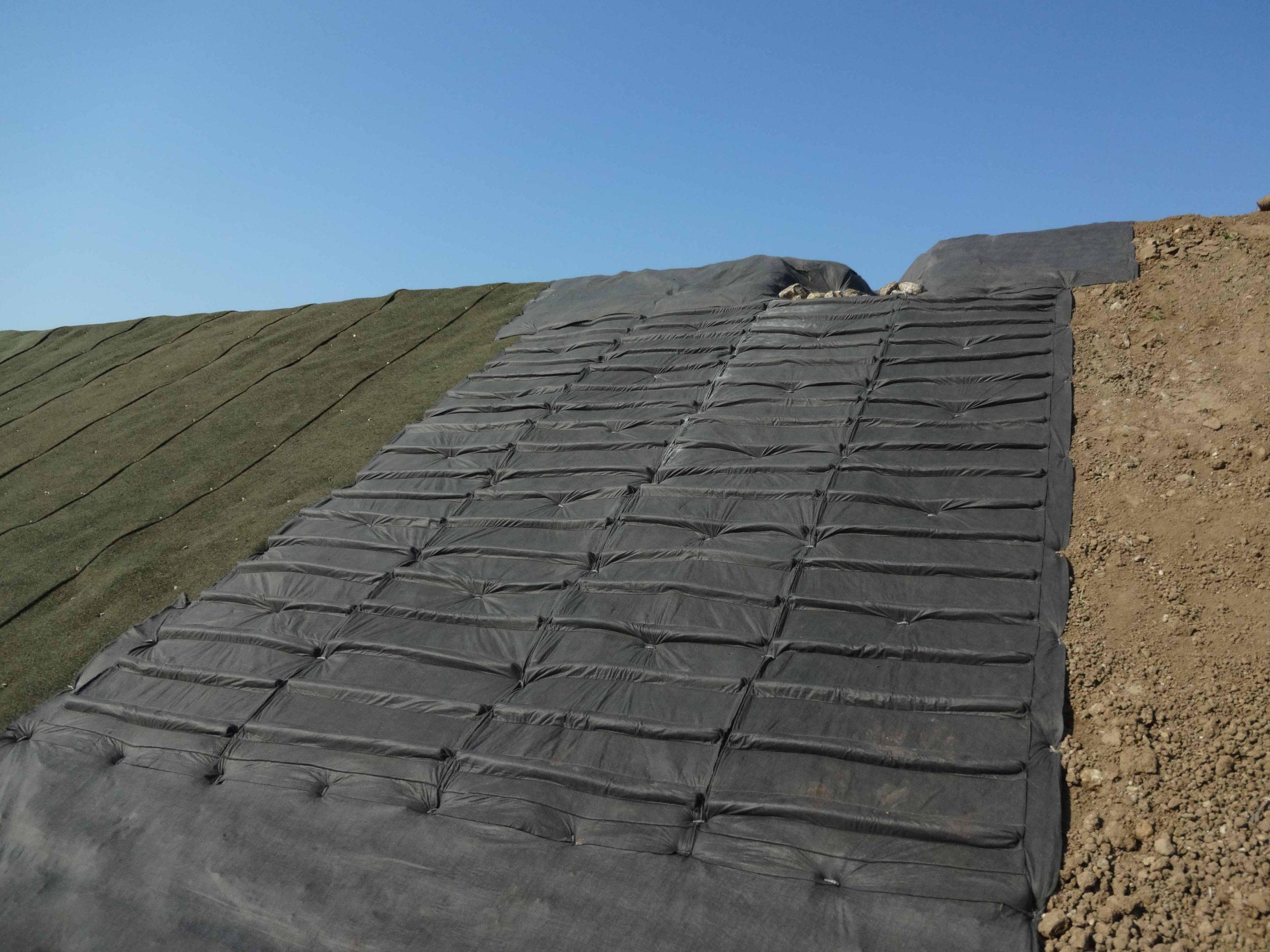 雨水誘導マットで災害・雨裂対策を! 重機不要・簡単施工!農業分野での活用事例も増えています!
