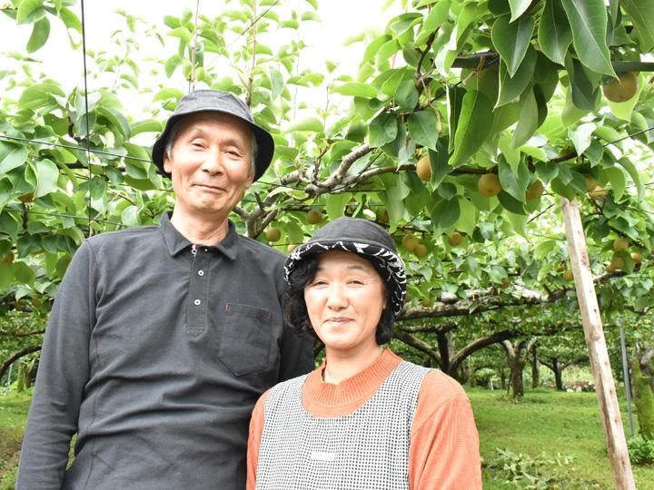 ご夫婦で『田中果樹園』を営むご主人の田中富士夫さんと奥さんの田中清子さん