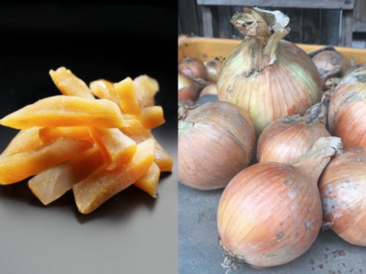 山川さんが生産したサツマイモを加工した干し芋(左)、前田さんが生産したタマネギ(右)