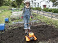 """疲れの原因は耕うん機? 振動や跳ねを抑え、畑作業を快適にする""""常識破り""""な耕うん機を使ってみた!"""