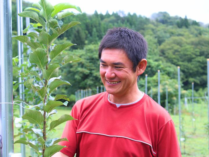 新植地70aのリンゴ畑に実がつくのは3年後。今から楽しみとうれしそうに話す島田さん