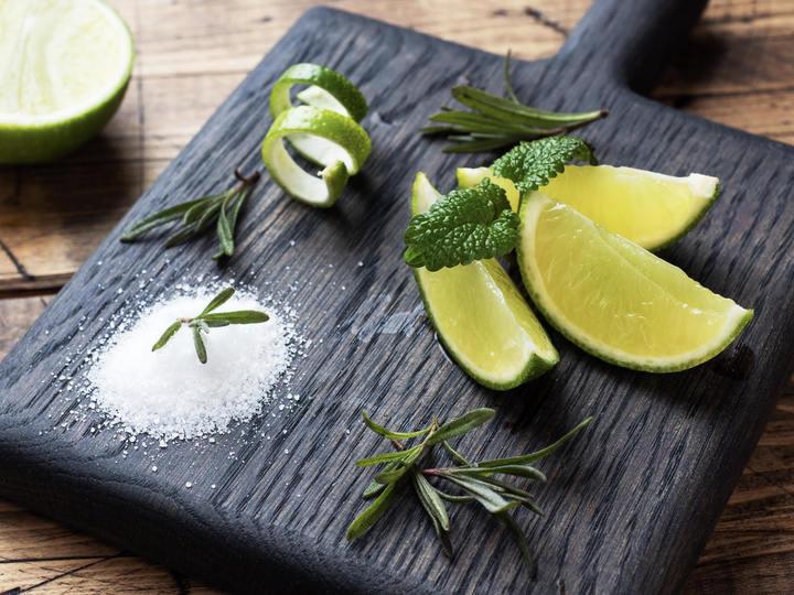 【ライムとはどんな果実?】レモンとの違いやレシピ・食べ方、栽培方法について