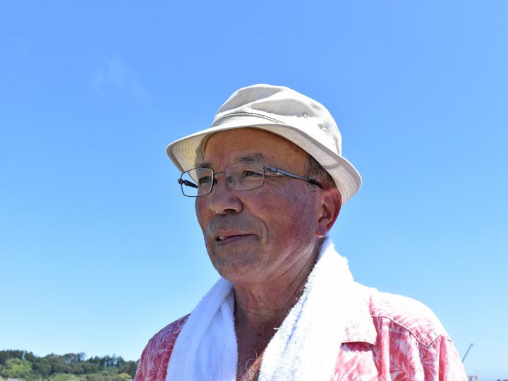 試験栽培のほ場を見つめる『両竹地区農地保全管理組合』の谷組合長