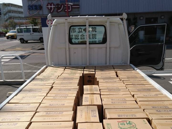 画像2)他県から届けられたペットボトルの水