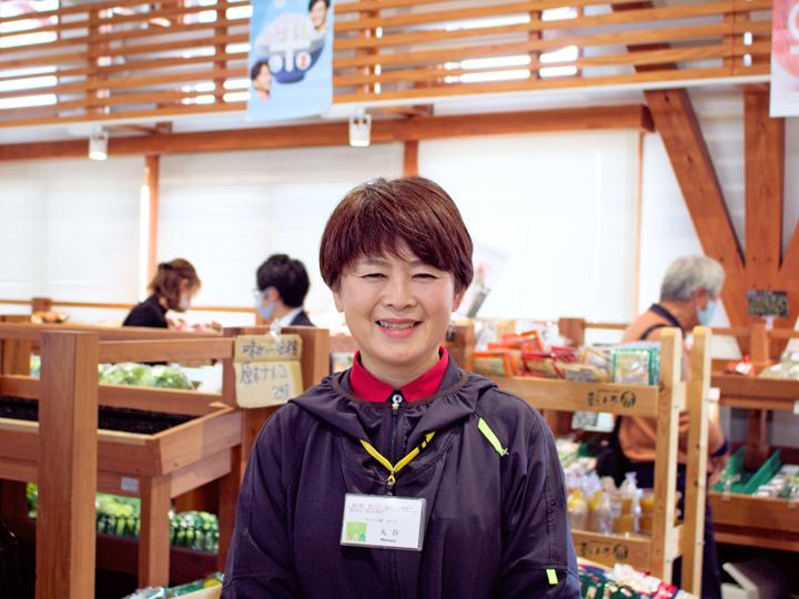 「おいしい野菜を求めて人が集まることが結果的に地域振興につながっていると感じます」と、農産物マーケットの位置づけを話す丸谷千草さん