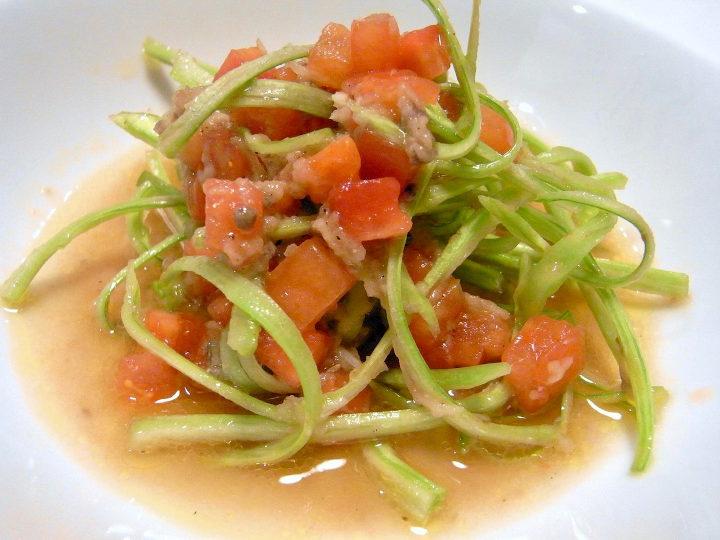 プンタレッラとトマトのサラダ