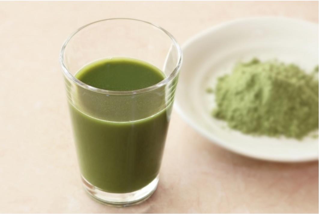青汁に糖質は含まれている?糖質制限中の栄養補給におすすめの糖質が少ない青汁を紹介