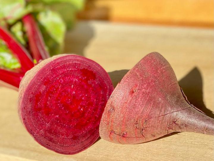 そろそろメジャー野菜に昇格? 色鮮やかな根菜、ビーツとは。土臭さを消す裏ワザも公開!