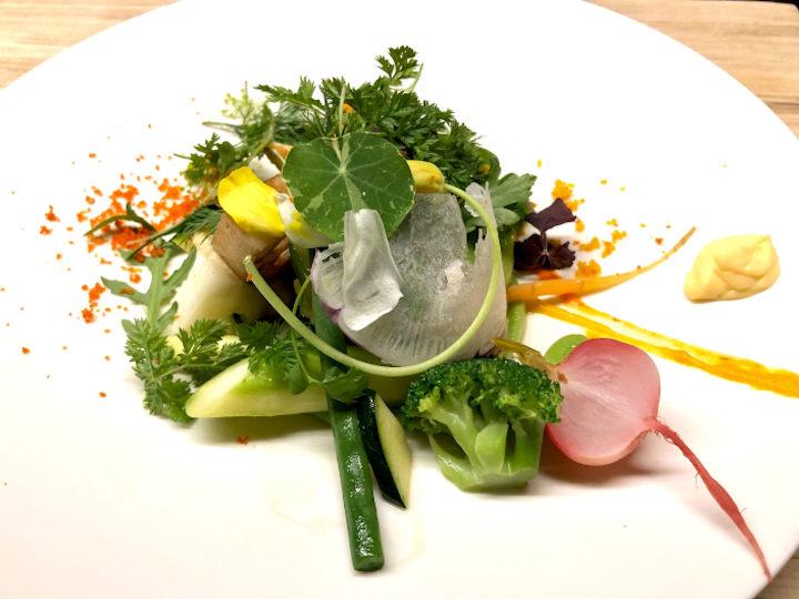 レストランのサラダ