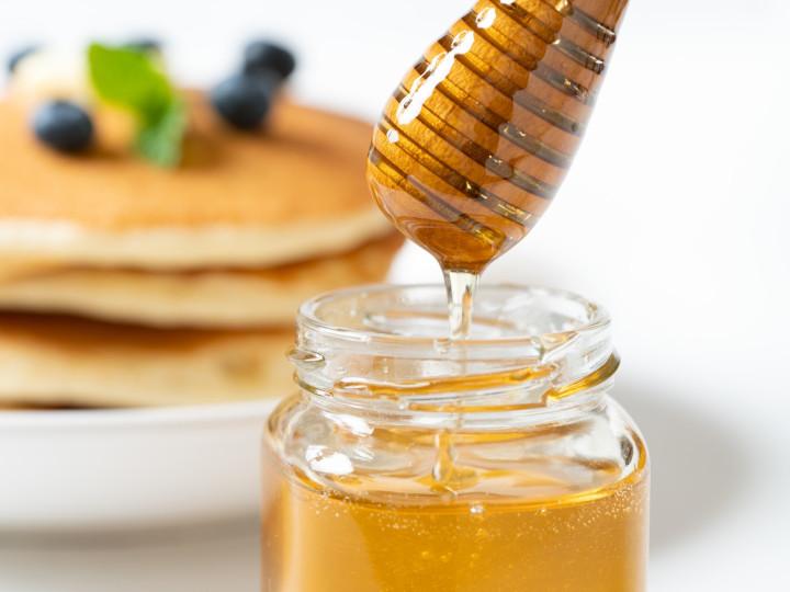 蜂蜜とは? その成り立ちから豊富な種類や副産物、美容と健康に役立つ使い方を解説