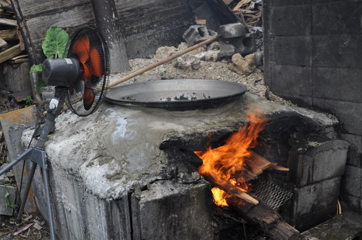 沖縄の重要な産業窯に火をつける