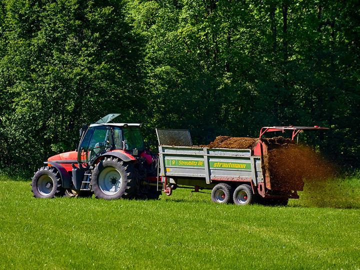 豊かな土壌を作ろう! 機械で施肥作業のススメ